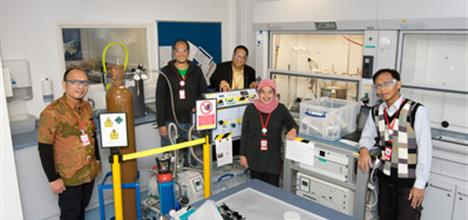 Dr Indri Adilina and her team at ISIS